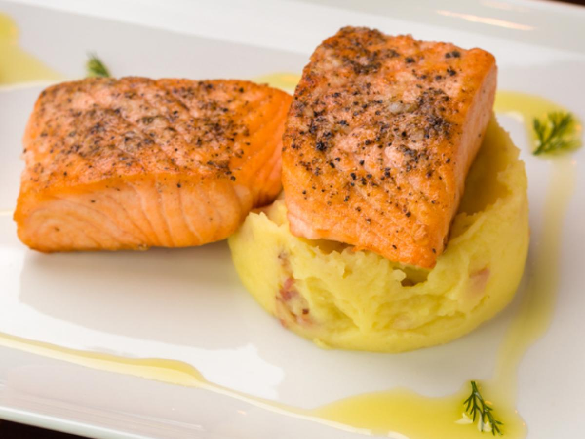 Black-Pepper Salmon with Dill Smashed Potatoes Healthy Recipe