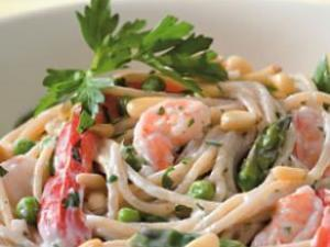 Creamy Garlic Pasta with Shrimp and Vegetables Healthy Recipe