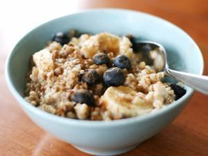 Date and Berry Oatmeal Healthy Recipe