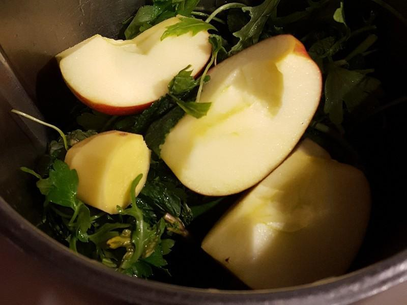 Ginger, Apple, and Mint Green Smoothie Healthy Recipe