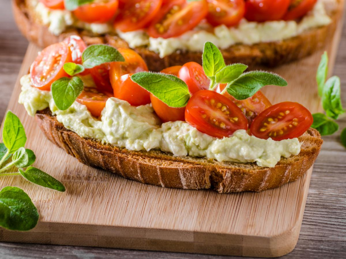 Healthy Recipes: Goat Cheese on Toasted Bread with Tomato ...