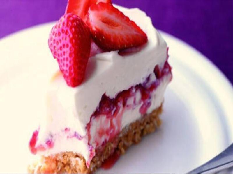 No-bake Strawberry, Mascarpone, and Coconut Cheesecake Healthy Recipe