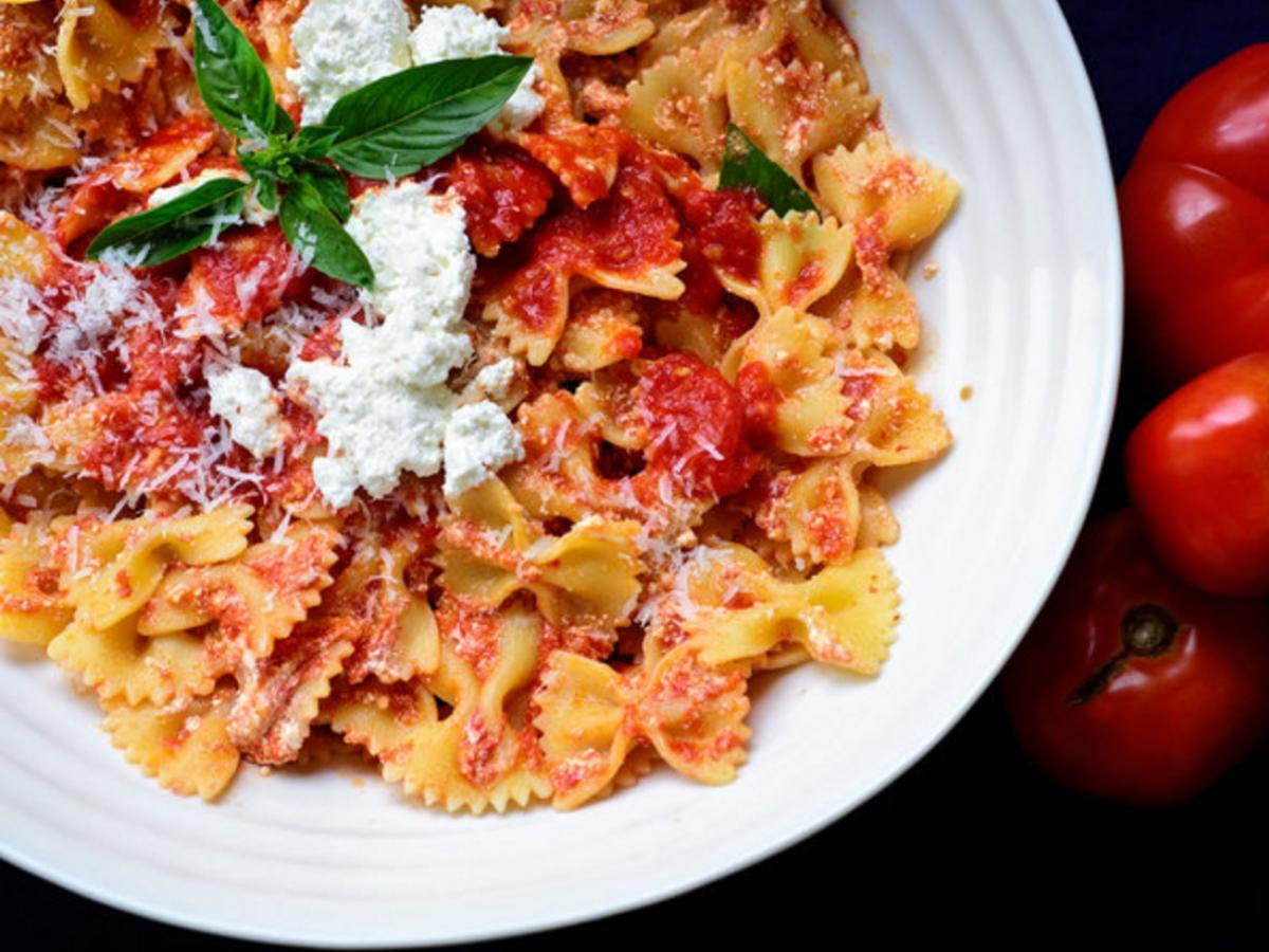 Pasta With Fresh Tomato Sauce and Ricotta Healthy Recipe