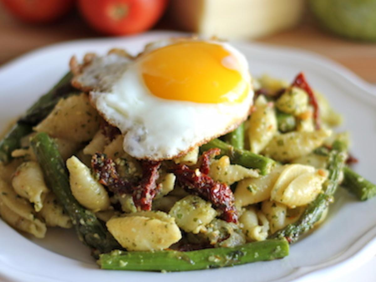 Pesto Pasta with Sun Dried Tomatoes and Roasted Asparagus Healthy Recipe