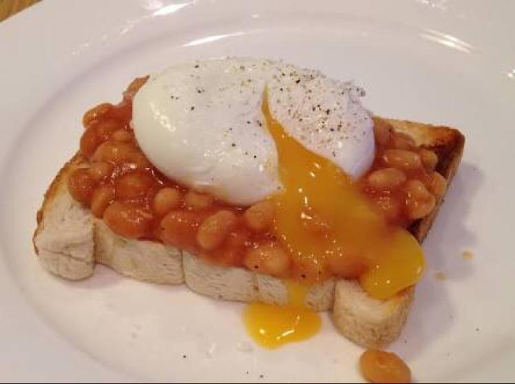 Poached Egg with Baked Beans on Toast Healthy Recipe