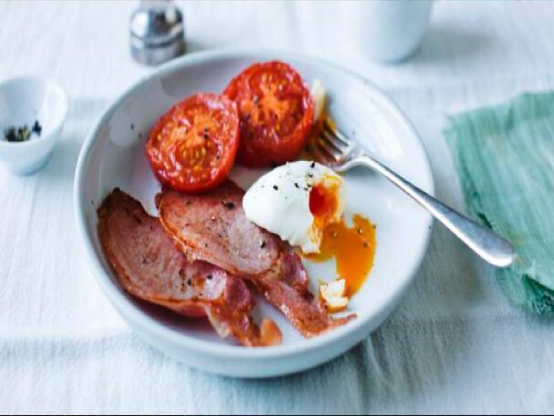 Poached Eggs with Bacon and Tomatoes Healthy Recipe