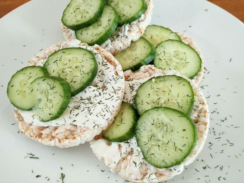 Rice Cake with Cottage Cheese, Cucumber & Dill Healthy Recipe