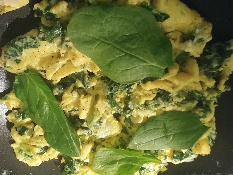 Scrambled Eggs with Spinach and Cream Cheese Healthy Recipe