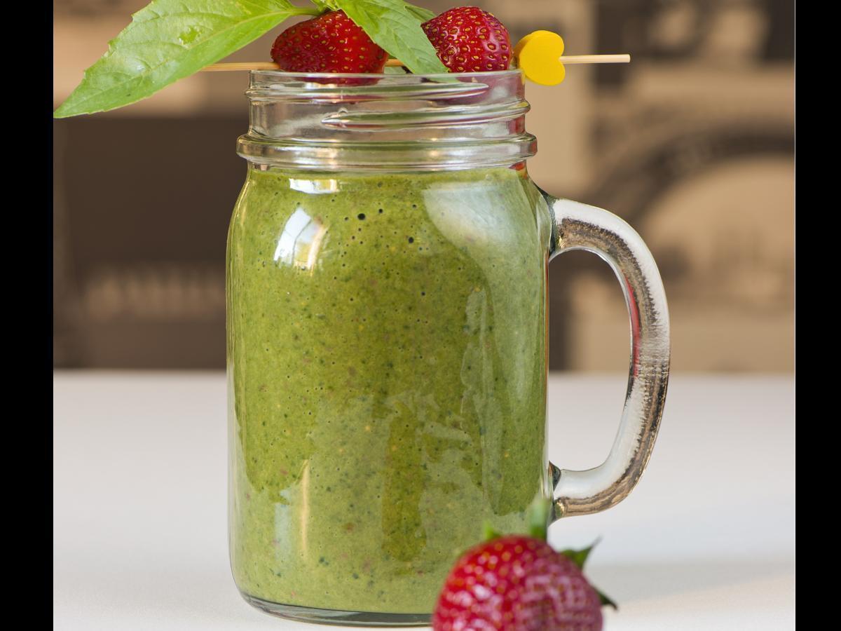 Spinach, Avocado, and Strawberry Smoothie Healthy Recipe