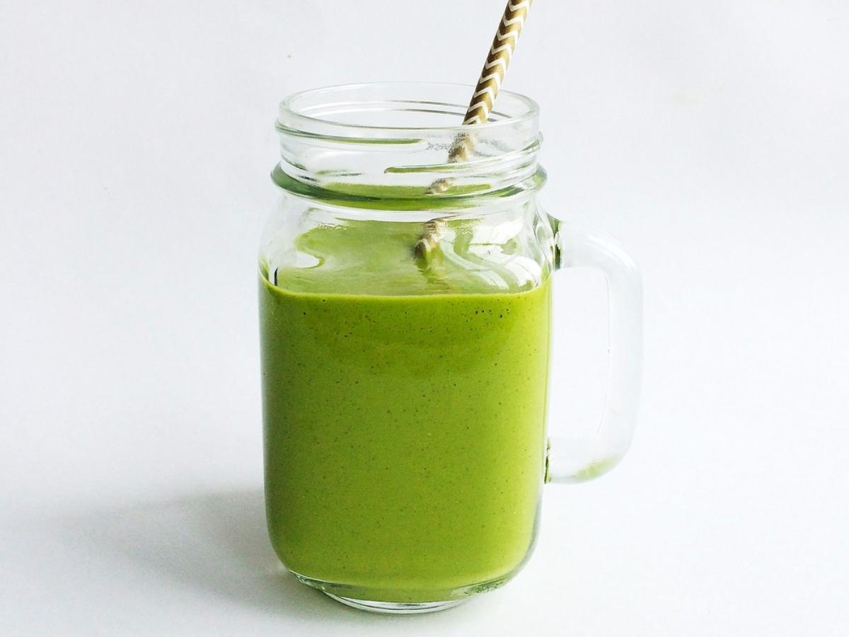 Spinach, Date, and Almond Green Smoothie Healthy Recipe