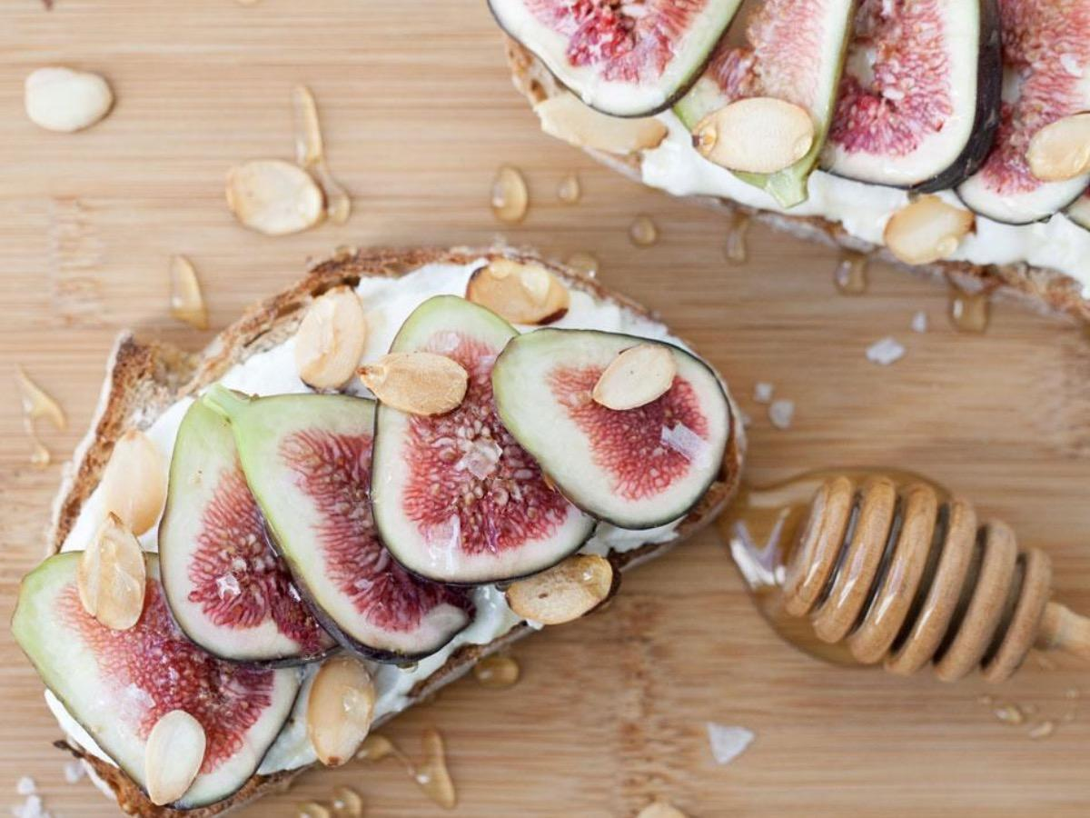 Toast with Figs, Ricotta, and Honey Healthy Recipe