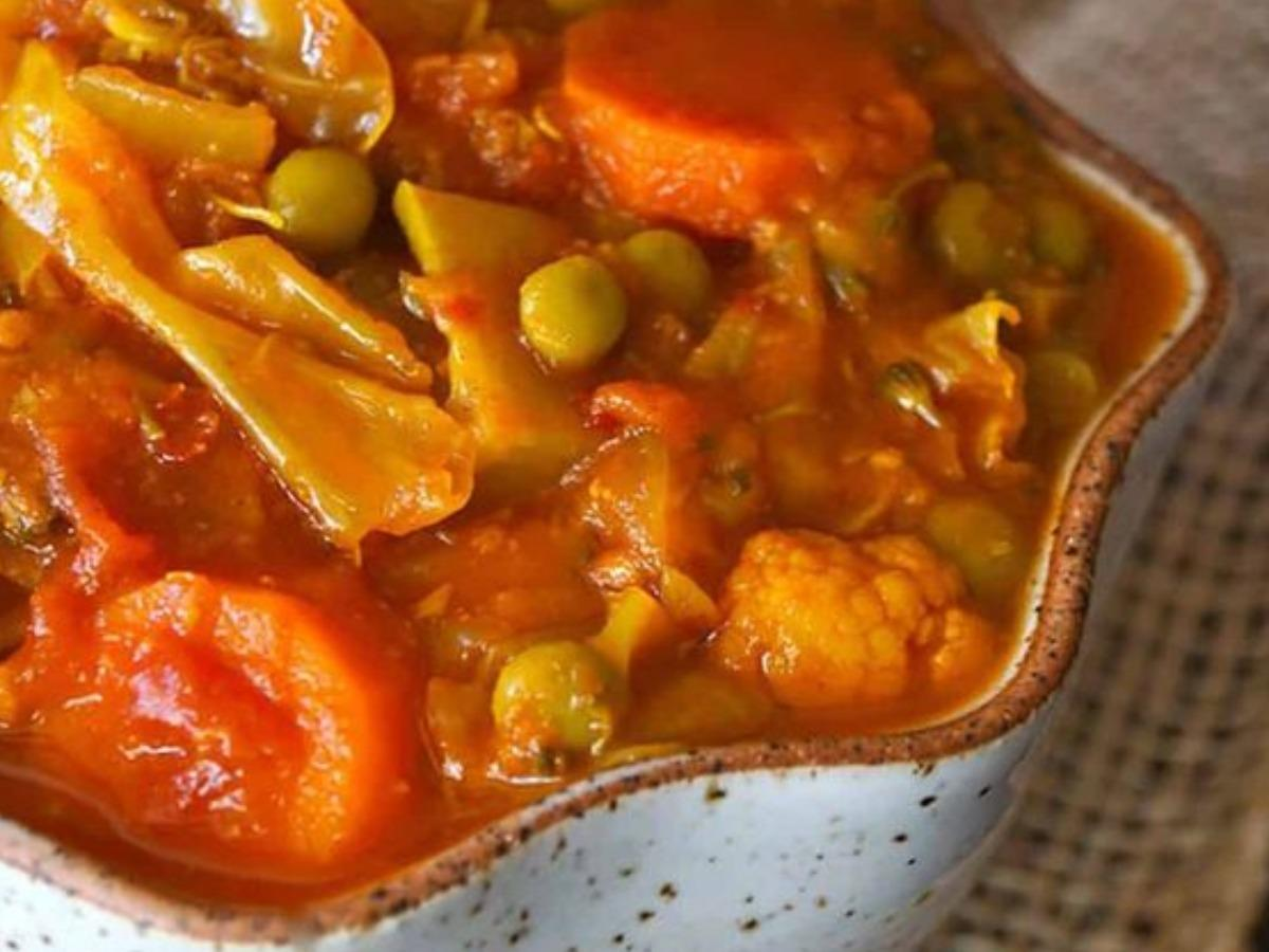 Vegan Tomato-Tumeric Cabbage Stew Healthy Recipe