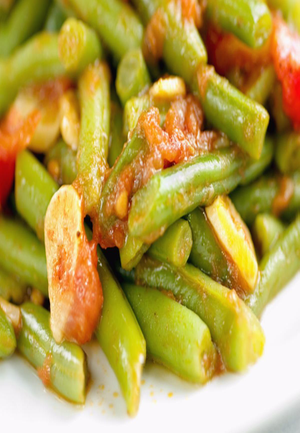 Green Beans with Tomato, Garlic, and Pine Nuts Healthy Recipe