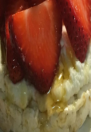 Rice Cake with Strawberries, Ricotta & Honey Healthy Recipe