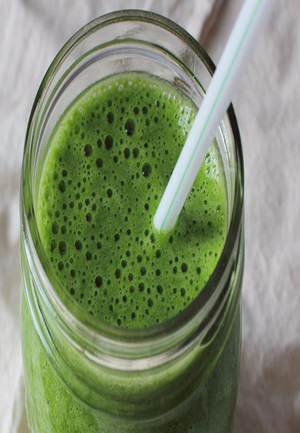 """The """"Fill-Me-Up-Until-Lunch"""" Alkaline Smoothie Healthy Recipe"""