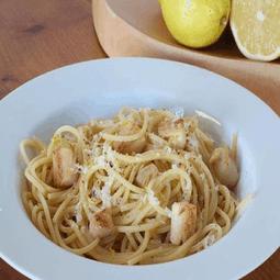 Spaghetti with Bay Scallops and Lemon